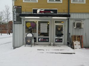 I lokalen på Färjemansgatan öppnar Hamm och Nilsson uthyrning av ljus- och ljudanläggningar.