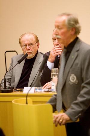 Så här är man van att se honom Sune Alm – som politiker, i bland tyngd av sakens allvar.Foto: Bo Åhs. Bilden är från ett kommunfullmäktige daterat 2010.