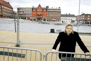Vesa Honkonen från Helsingfors är arkitekten bakom den senaste designen av Stortorget, som nu är tio årgammalt. Foto: Ulrika Andersson