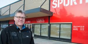 Jan Norberg från Kramfors var en av många kunder som besökte konkursutförsäljningen i Team Sportias butik i Örnsköldsvik i helgen.