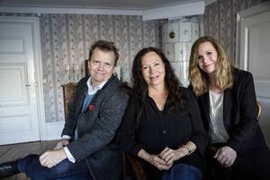 Regissören Harald Hamrell, producenten Maria Nordenberg och manusförfattaren Pernilla Oljelund ligger bakom