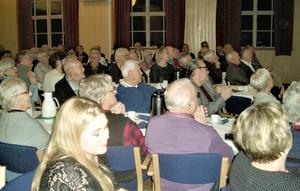 Föreningslokalen i Ås fylldes med publik. Foto: Åke Bengtzon