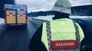 En trafikolycka inträffade på riksväg 69 i Falu kommun på torsdagsmorgonen. En personbil körde in i en höbal som låg på vägen. Ingen person skadades i olyckan.