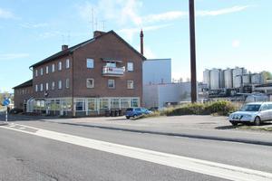 Det kommunala bolaget får betala 1 311 929 kronor för badhuset i Grängesberg. Det formella beslutet om fastighetsaffärerna togs utan någon som helst debatt i fullmäktige.
