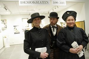 Trion Kristina Olinder, Anders Assis och Elisabet Sandqvist diskuterade gärna hur Ljusdal påverkades då kvinnlig rösträtt klubbades i riksdagen.