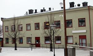 I mars beslutas om kommunen ska fortsätta hyra Orrenhuset.