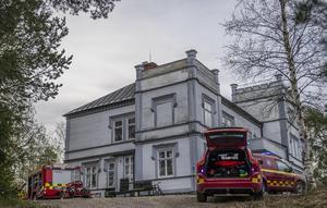 Det brann i Smedsbo herrgård utanför Avesta på tisdagsmorgonen. Foto: Niklas Hagman