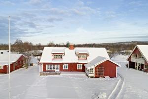 Denna villa på 237 kvadratmeter på Nissvägen i Djurås, Gagnefs kommun, var den sjätte mest klickade dalaobjektet på Hemnet under vecka 52. Foto: Eric Böwes