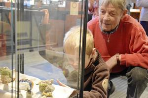 Stamgäster. Birgitta Segerfelt och barnbarnet John Leander har varit på museet flera gånger tidigare.
