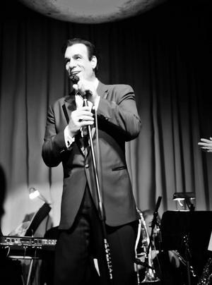 Davi spelade mot Frank Sinatra (död 1998) i tv-filmen