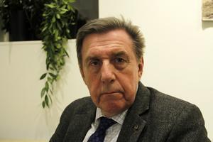Kommunrevisionens ordförande, Björn Brink, ger rött ljus och hotar med att ge nämnderna anmärkning.