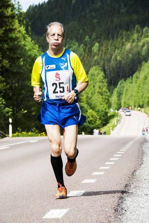 Reino Olervo sprang tredjesträckan för sitt IFK Umeå.