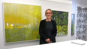 Åsa Wängelin Björk är tillbaka efter att under några år ha tagit ett medvetet steg tillbaka från konsten. Nu visar hon nya målningar på Profilen Konst och Ram i Gävle.