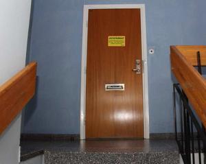Lägenheten i centrala Sandviken stod skriven på 30-åringen, men enligt utredarna är det 27-åringen som bott där. Bild: Polisen