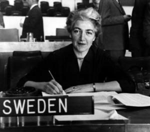 veriges FN-ambassadör Agda Rössel i FN:s generalförsamling i New York USA1958.Foto: UPI /  SCANPIX