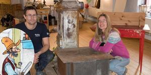 Jens Strandell och Lina Sporrong har hittat en fin Pettson-kamin och dito järnspis till Pettson-huset i Sundsvalls museum.