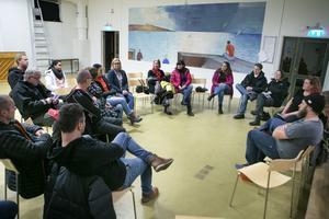 Nära 20 föräldrar samlades under tisdagskvällens möte i Vågbroskolans aula.