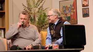 Lennart Hämäläinens Conny Lager tillsammans med Östen Erikssons pensionerade polis kniper många humorpoäng.
