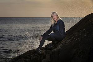 """Karin Smirnoff håller under vintern på att färdigställa sin tredje bok """"Sen for jag hem"""". Foto: Pressbild"""