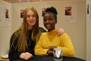 Ellen Lundgren, Priscilla Akilimali och Fartun Mohamud (ej i bild) driver tillsammans EPF Theater Girls UF. De skapar en teaterpjäs om en familj där föräldrarna bråkar, och deras dotter påverkas negativt. – Många lever så, och vi vill förmedla de känslorna, säger de.