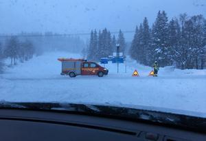 Polisen stod under tiden E14 var avstängd i Såå och dirigerade om trafiken.