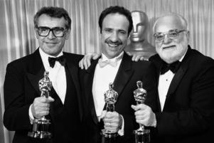 Miloš Forman,  F. Murray Abraham och prodocuenten Saul Zaentz  vid Oscarsgalan 1985. Foto: AP