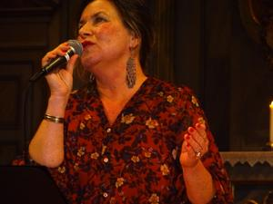 Maria Bervelius spelade ut hela sitt utrycksfulla kroppsspråk under nyårskonserten. Foto: Christina Häggkvist