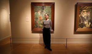 I vissa falla har Zorn använt tunt lager med färg i andra tavlor mer färg. I Vallkullan är Emma speciellt fascinerad av hur Zon målat barren på träden.