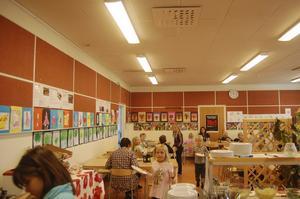 Föräldrar till barn i Gottsta skola är oroliga för skolmiljön på grund av en vattenskada i matsalstaket.