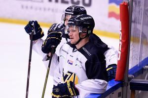 HV71-forwarden Simon Önerud får vänta på sin comeback och finns inte med i matchtruppen mot Luleå. Bilden är från en tidigare träning.