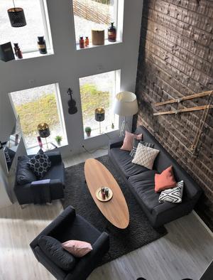 Lägenheterna är luftiga genom en en planslösning på två våningar.