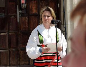 Frågan är vem som får stå utanför kommunhuset och hålla tal till studenterna nästa sommar då Annette Riesbeck lämnat politiken. Foto: Christer Fäldt.