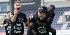 VSK jublar efter Tronêts 2–1-mål mot Dalkurd. Foto: Kenta Jönsson / BILDBYRÅN