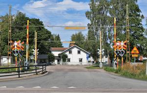 – Grundproblemet är att trafiksituationen är jättefarlig, säger kommunalråd Marie Wilén om järnvägskorsningen.