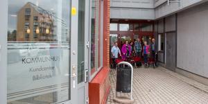 Per Hagman, Eva Wikenholm, Gunnel Wollberg, Oliver Eriksson Gunvor Karlsson och Bo Liljeberg hoppas att fastighetsägaren ska lyssna på deras protest.