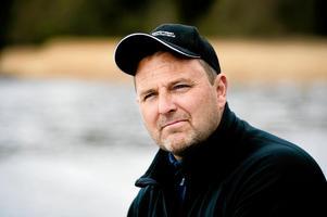 Peter Nilsson menar att örnarna är en stor orsak till att skarvarna slutligen flyttar från sina gamla häckningsplatser. Bild: Mårten Englin
