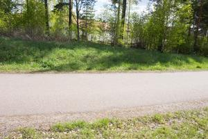 Gång och cykelvägen bakom butiken måste få en ny dragning, om Lidl får köpa till mark och bygga ut lokalerna.