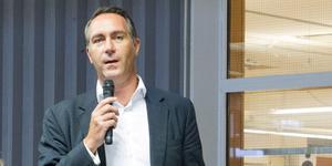 Volvo Powertrains platschef i Köping, Tomas Bäckman, medger att en översyn av bemanningsbehovet genomförs efter semestrarna. Dock påverkas ingen fast anställd personal, understryker han.