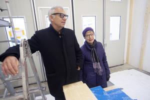 Mats och Ulla-Marie Keddyson från Tobo håller på att göra sin verksamhetslokal på 105 kvadratmeter färdig.