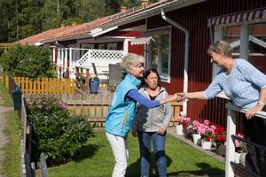 Anna Maria Corazza Bildt (M) besökte Kjerattvägen i Sandarne, ett av de områden som drabbats av lukt från öarna där skarven etablerat koloni.