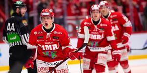 Gustav Nielsen fick jubla efter sitt första A-lagsmål i Timrå IK. Bild: Pär Olert/Bildbyrån