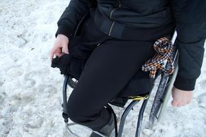 Det högra benet amputerades i november. Nu hoppas Matilda på en framtid med mindre smärta och framförallt inga infektioner som hon fick i det ihopdragna benet tidigare.