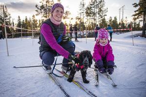 Anna och Alice Forshell gav sig ut i spåren tillsammans med hunden Vega.