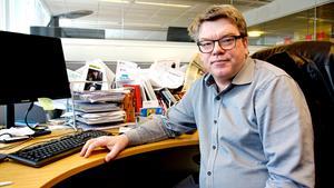 Roger Johansson (S) tror att blockpolitiken är på väg att dra sin sista suck i Sverige. Han tror att Socialdemokraterna måste vara öppna för många typer av samarbeten, även om han menar att SD är uteslutna.