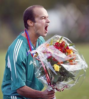 Leffe Berg, players manager för VSK:s yngre spelare, efter IK Frankes avancemang till division 3 2005. Efter det valde Berg att lägga skorna på hyllan. Foto: Arkiv