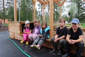 Från höger Oskar Helsing, Linus Liljedahl, Jessika Hellqvist, Selma Tollin och Junia Laurentz -Heij går alla på förskolan.