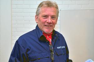 Michael Bergström vid länsstyrelsen utbildar 17 nya fisketillsynsmän.