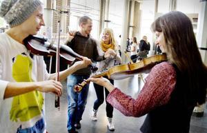 På söndag blir det folkmusikjam med dans på Tingshuset.