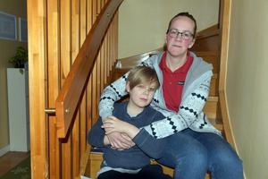 Barbro Jonsson och sonen Linus, som har Addisons sjukdom.