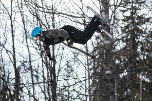 Sågmyrabon Oskar Ziesnitz utförde häftiga volter på sina snowblades.